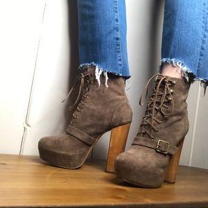 Steve Madden • lace up suede platform heels